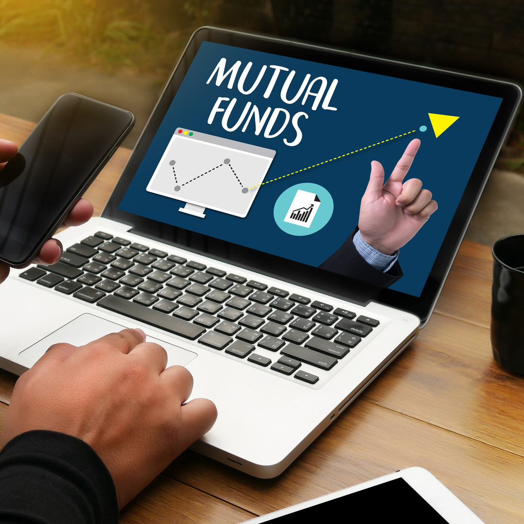 <p style='line-height:1.4; font-size:1.2em'> Mutual fund VS stock market which is better? </p>